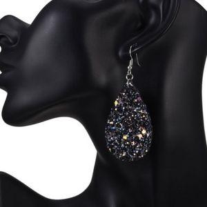 Jewelry - 🌺NWT Gorgeous Tear Drop Glitter Earrings